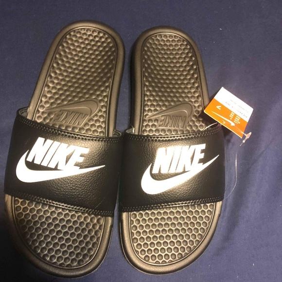 5a43d3e3f130 Boys Nike slides